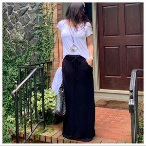 Black side pocket tie waist light knit maxi skirt